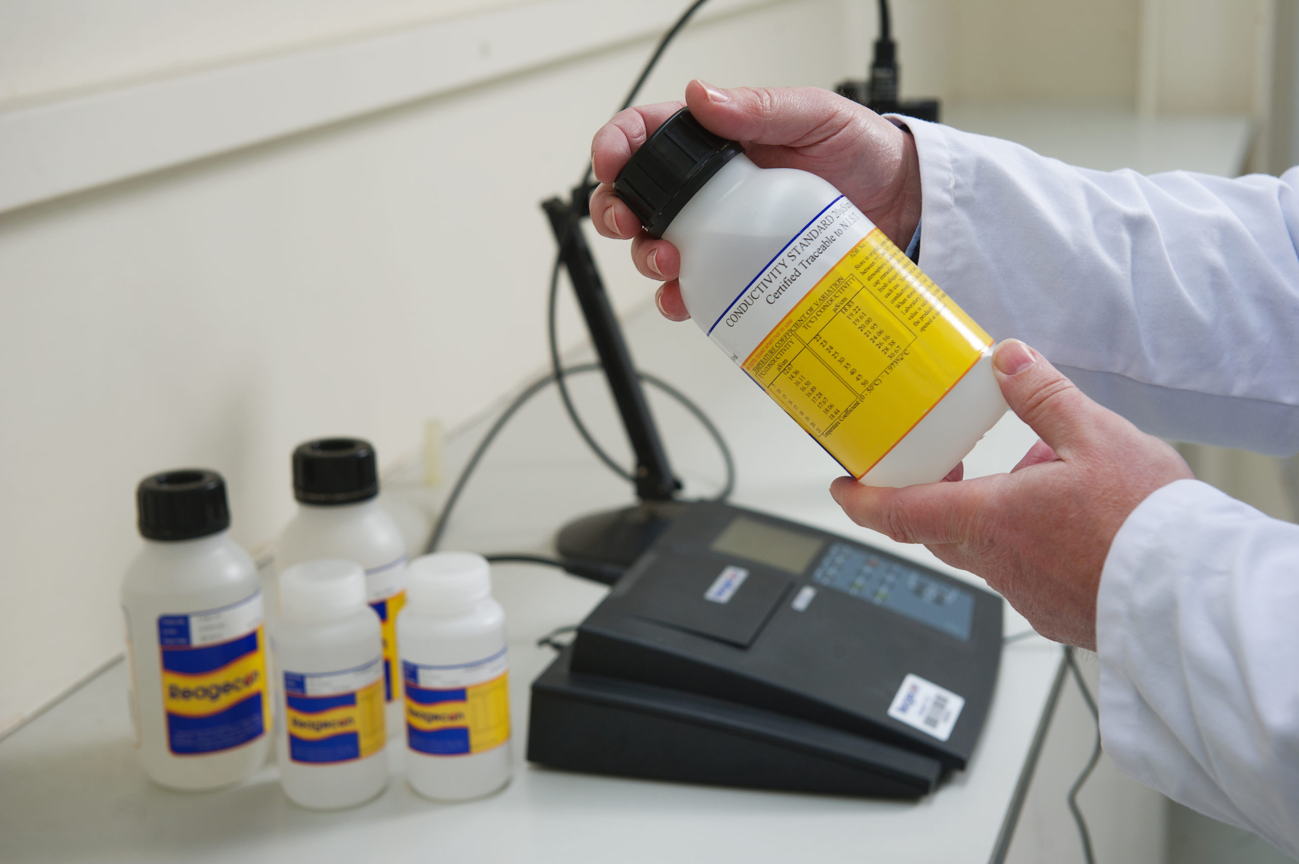Equipment – A Guide to Choosing a pH or Conductivity Meter